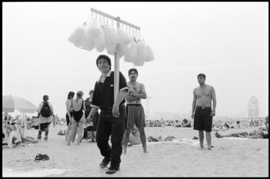 Cotton-candy-seller-coney-island