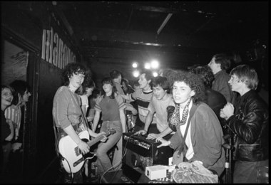 Au Pairs Crowd Invasion